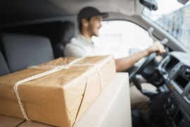 Как выполняется доставка еды при помощи такси и в чем достоинства такого метода