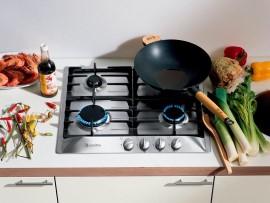 Что нужно, чтобы очистить кухонную плиту от жира: основные правила