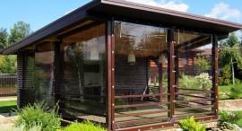 Какими достоинствами обладают мягкие окна для веранд и как выполняется их монтаж