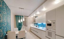 Каким требованиям должен соответствовать натяжной потолок для кухни и как осуществляется его монтаж