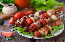Как приготовить шашлык из свинины: перечень необходимых ингредиентов и полезные советы