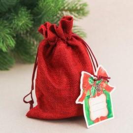 Преимущества сладких новогодних подарков в мешках: кому можно их презентовать